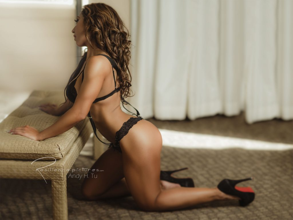 Fit curvy hispanic girl in black lingerie with muscular legs Hips and Curves