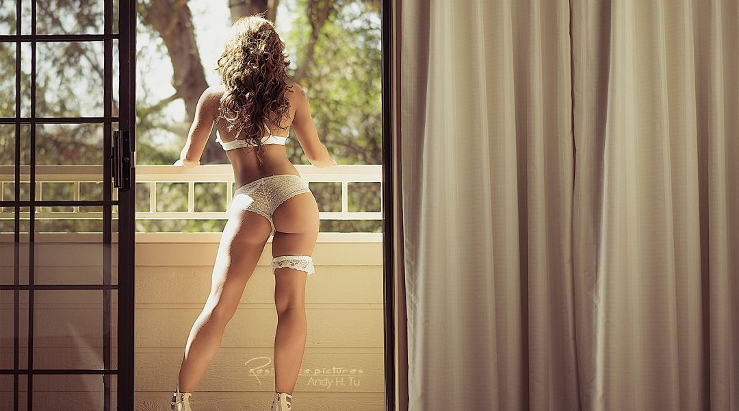 Step-Outside,-fit-boudoir-model-on-the-balcony