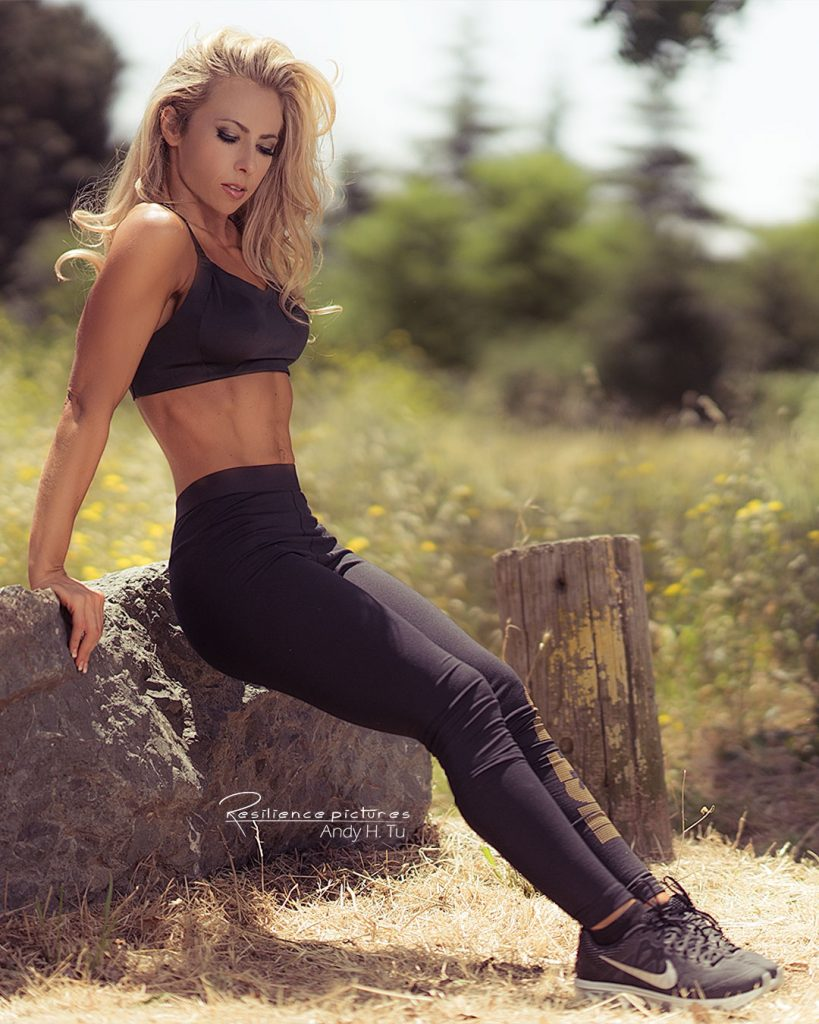 blonde-woman-in-nike-fitness-clothing-doing-dips