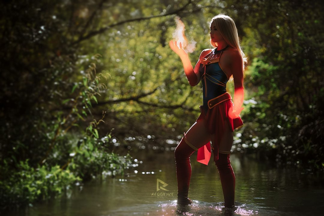 Ms Marvel , burning fists Cosplay